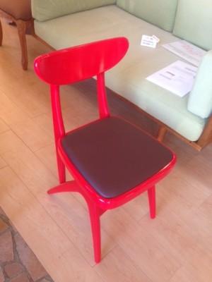 マルニ 赤い椅子